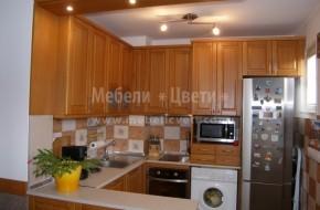 """Кухненски шкафове - """"П""""-образно разпределение с барплот. Троянски мебели.Кухня с осветителен панел 4800 лева"""