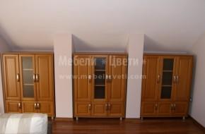 Дневна стая обзаведена с мебели от дърво изработени по желание на клиента.Размерите са съобразени изцяло с неговото желание