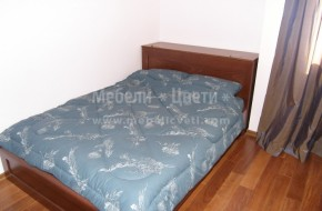 Обзавеждането на детската стая включва: Легло с механизъм и ракла в ниша,два двукрилни гардероба с надсройки и огледало в ниши и шкаф за телевизор.
