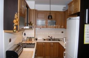 Мебели Цвети предлага класически кухни, ретро кухни, модерни кухни от масив,кухни от МДФ,ПДЧ фурнир,МДФ фурнир и ЛПДЧ. Цена на двуцветни шкафове от бук-4300лв.