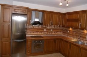 Кухненски шкафове по проект, изпълнен изцяло с български материали. Работният плот и гърбът са термоустойчиви.Обзавеждане цена 4200 лева
